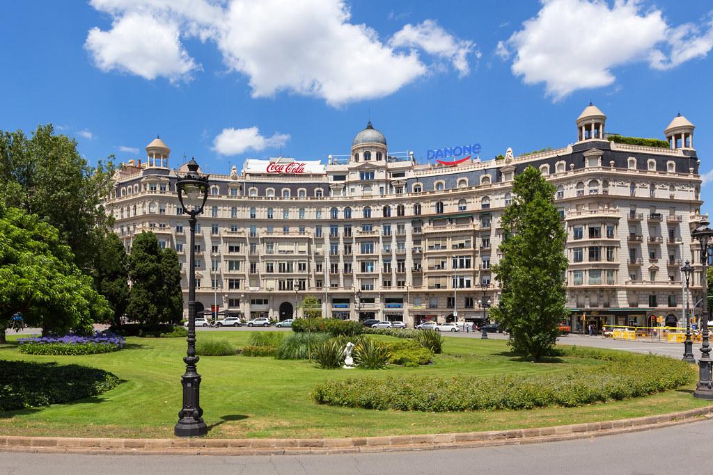 Plaça Francesc Macià y Diagonal